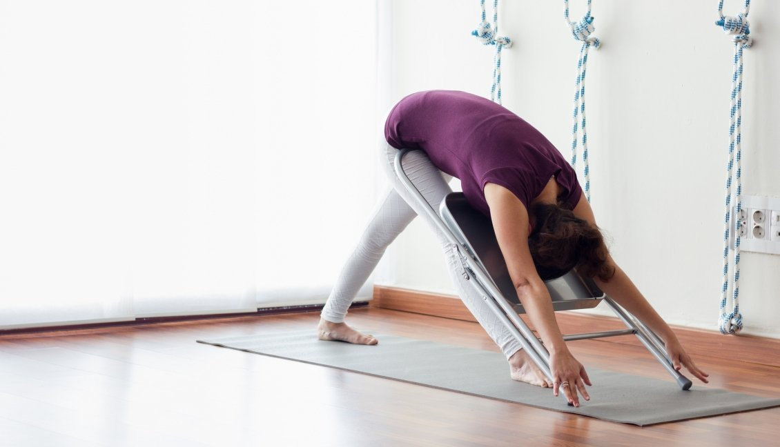 Yoga Stoel Kopen : Yogini.nl wat maakt iyengar yoga anders?